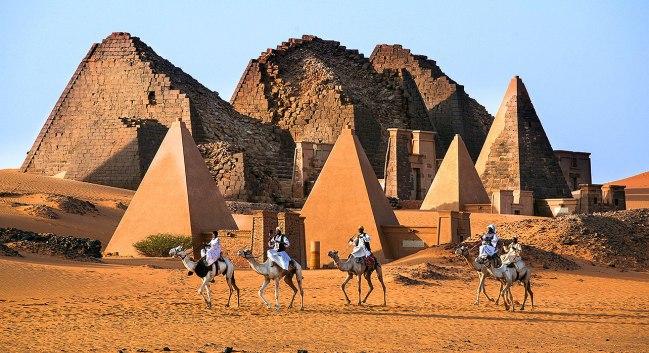 7-slide-meroe-pyramids-sudanese-bedouins-pano