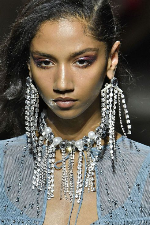 hbz-ss2018-jewelry-runway-tophop-gettyimages-849167552-1505840233
